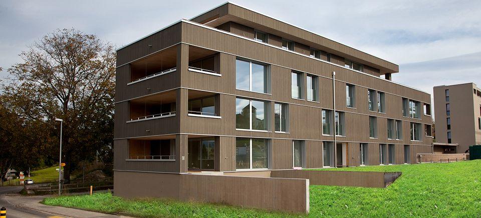 Holzhäuser mit bis zu 6 Stockwerken.